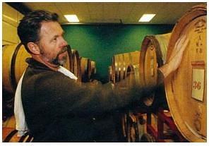 シネ・クア・ノンのマンフレッド・クランクルとワイン貯蔵庫